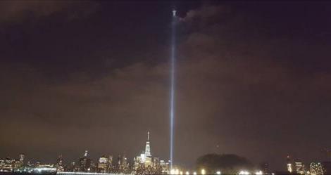 """Nel fascio di luce per le vittime dell'11 Settembre compare un'immagine: """"È un segno di Dio…"""""""
