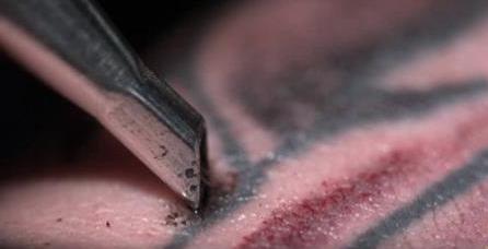 Guarda cosa succede alla pelle quando decidi di farti un tatuaggio
